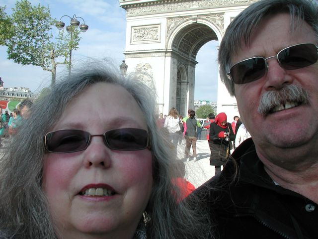 selfie at the arc de triomphe