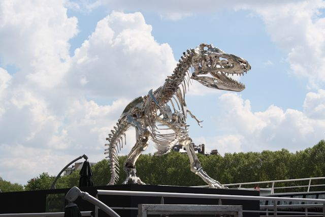 Dinosaur skeleton at the Bateau Mouche docks.