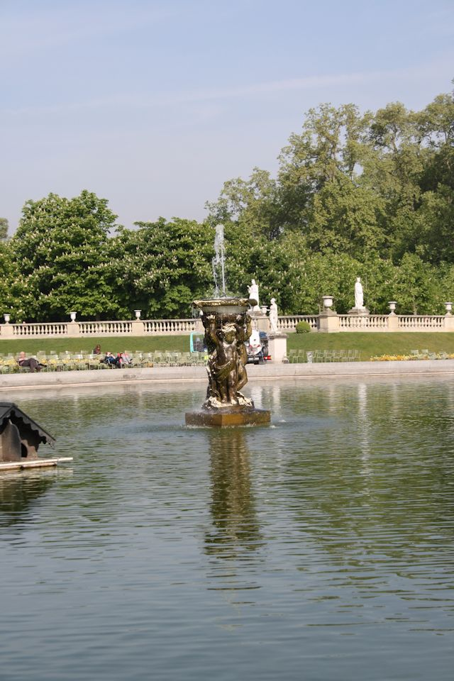 fountain in jardin du luxembourg