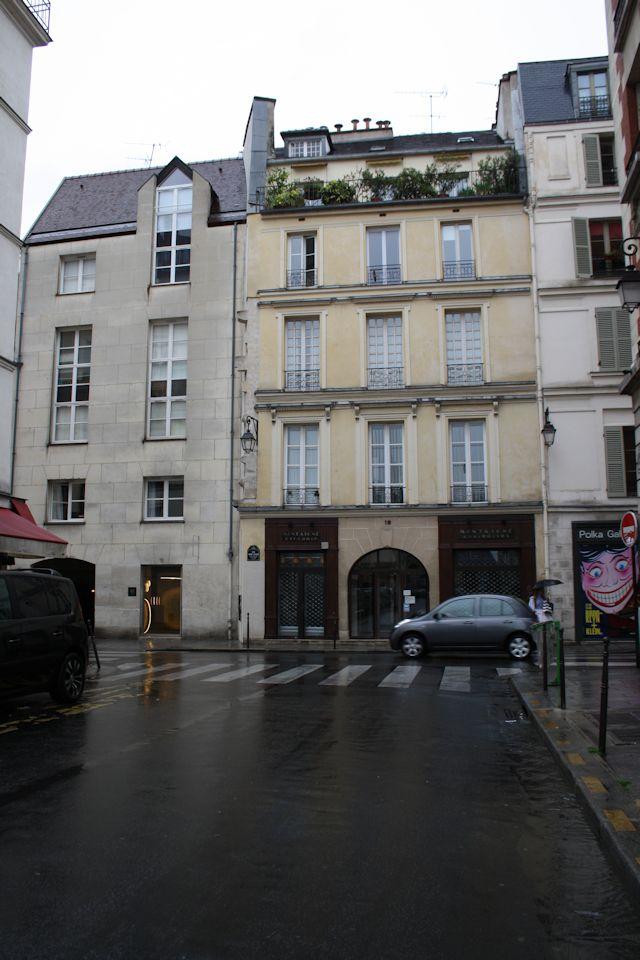 Rue Saint-Gilles from Rue de Béarn