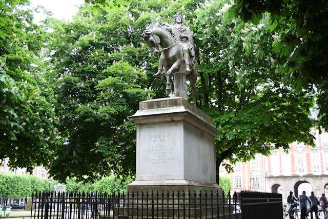 statue of louis xiii in place de vosges